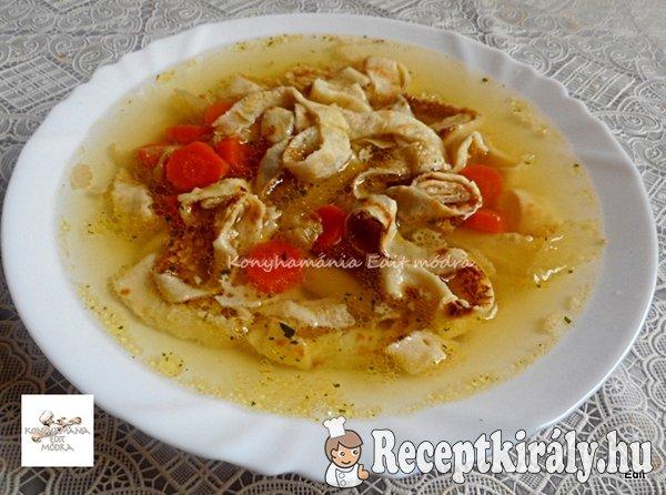 Frittatensuppe - húsleves palacsintatésztával
