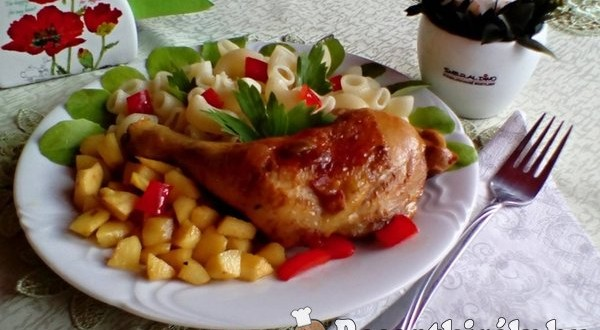 Vörösboros sült csirkecomb karamellizált birsalmával